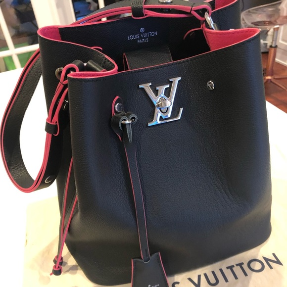 f129c4b20a Louis Vuitton Handbags - Louis Vuitton Lockme Bucket in Noir Pink Interior